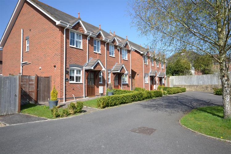 4 Forest Edge Close