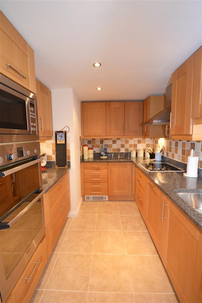 10 admirals court lymington new forest cottages for 2 kitchen ct edison nj